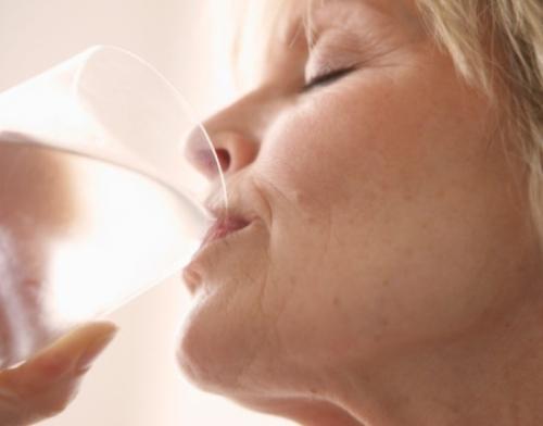 A água ajuda a mobilizar o alto teor de açúcar no sangue