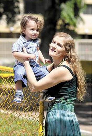 Convivência com o neto deixou Déa Dumont mais calma