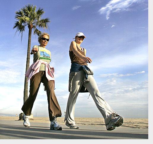 Mulheres na pós-menopausa devem andar pelo menos uma hora por dia