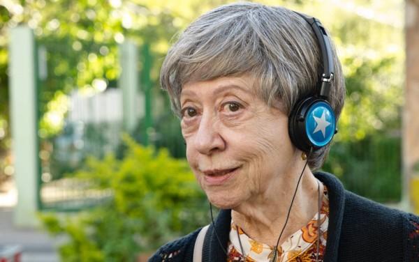 Aos 84 anos, ela trabalha duro nas gravações dos 14 capítulos da nova série