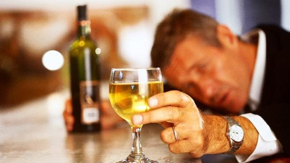 No Brasil, as maiores vítimas do alcoolismo são adultos de 50 a 59 anos