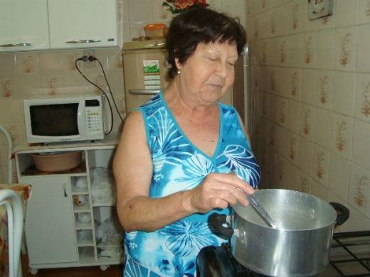Anita mora sozinha desde a morte do marido, há nove anos (Foto: Tatiane Santos/G1)