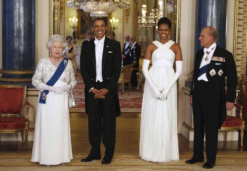 Usando um modelo Tom Ford no encontro com a rainha Elizabeth Segunda