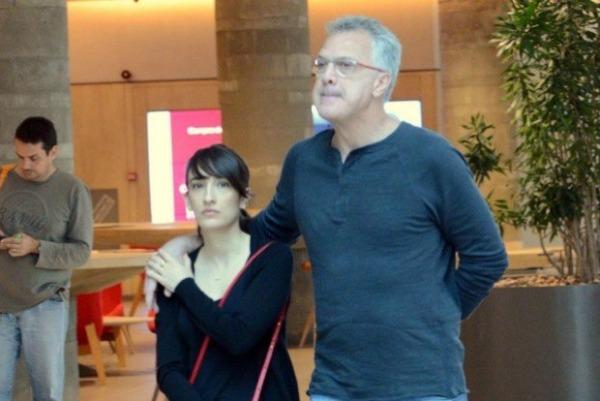 Com a jornalista de moda Maria Prata, com quem vai se casar em maio