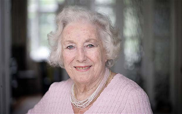 Dame Vera Lynn ganhou fama cantando para soldados durante a Segunda Guerra Mundial