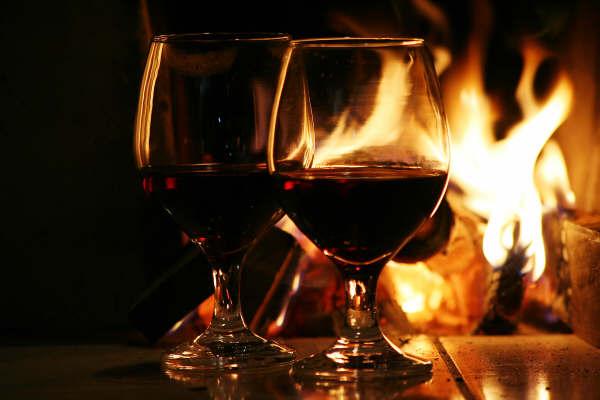 Procura-se uma companhia que tome vinho e se embriague numa taça de crista