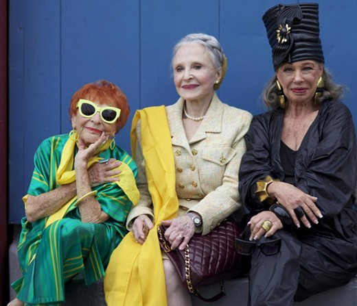 Três das elegantes senhoras mostradas no documentário