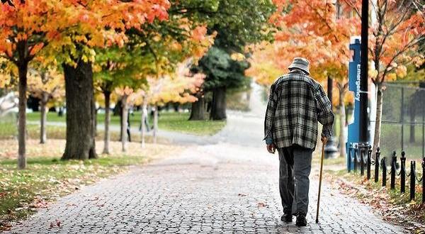 Velhice é a última chance de se acabar de nascer