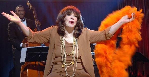 A cantora, 89, estava internada por causa de uma queda. Morreu de falência múltipla dos órgãos