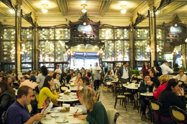 De Olavo Bilac a Juscelino Kubitschek, todo mundo frequentava a confeitaria no centro do Rio