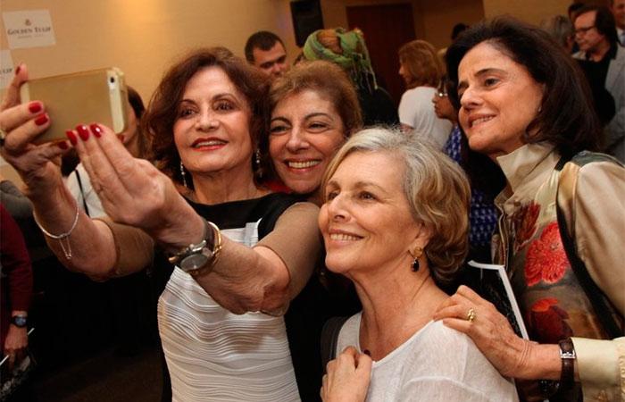 Rosamaria Murtinho,  Marília Pêra, Marieta Severo e Irene Ravache posando para si mesmas