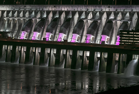 Até a hidrelétrica de Itaipu aderiu ao campanha para alertar para o câncer de mama
