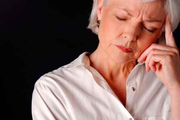 Fatores de risco da doença: hipoglicemia, diabetes, hipertensão, otites, uso de álcool, fumo, café