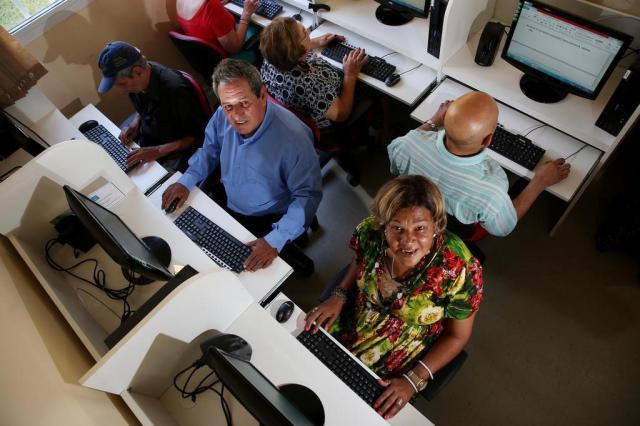 Paulo Pacheco e Maria de Lourdes Dorneles tiveram o primeiro contato com o computador há três meses