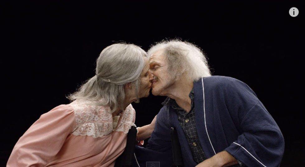 Aqui, os dois são retratados como se tivessem 90 anos
