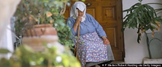 Uma velha senhora fazendo a sua siesta na ilha grega de Corfu