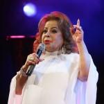 A cantora lança mês que vem o CD 'Angela à Vontade em Voz e Violão', o 121º da sua carreira