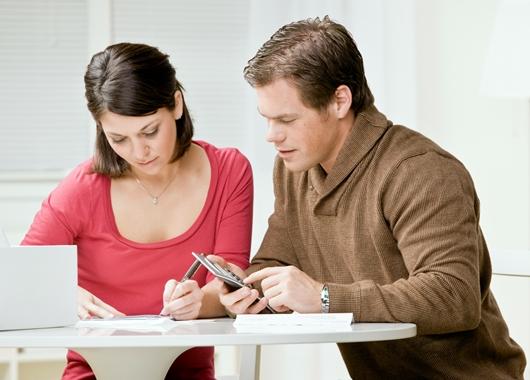 São vários os temas discutidos no curso para ajudar casais a se enterem financeiramente