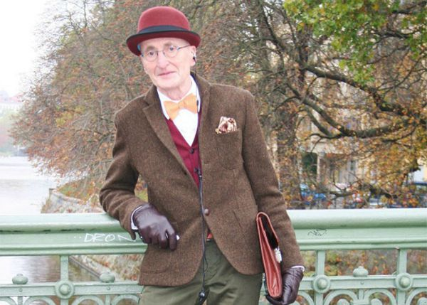 Günther Krabbenhöft tem em torno de 70 anos. Foi fotografado em Berlim