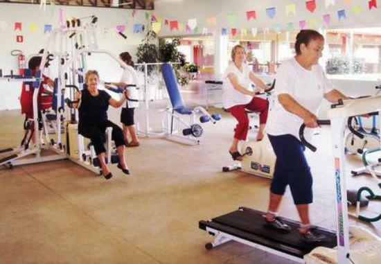 A academia onde associados e moradores do lugar se exercitam