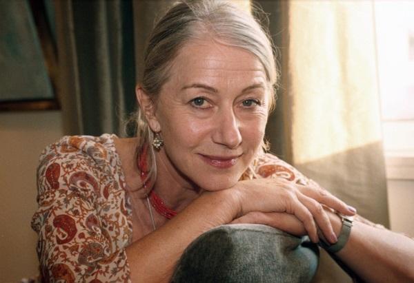 """A atriz inglesa diz que sabe que não está tão bem aos 70, """"mas não me importo - Photo by Rex USA ( 322862A ) Helen Mirren HELEN MIRREN - 2000"""