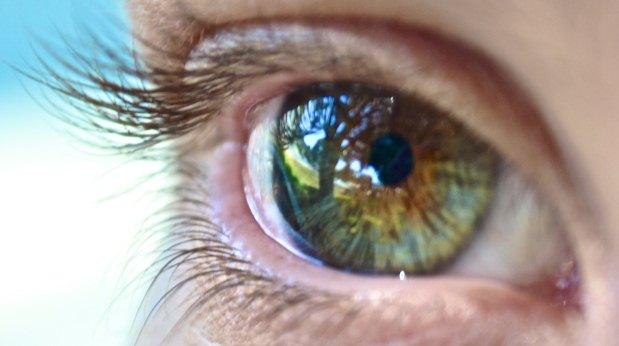 Acenderam os meus olhos, por meio de uma cirurgia que não dura nem meia hora em cada olho