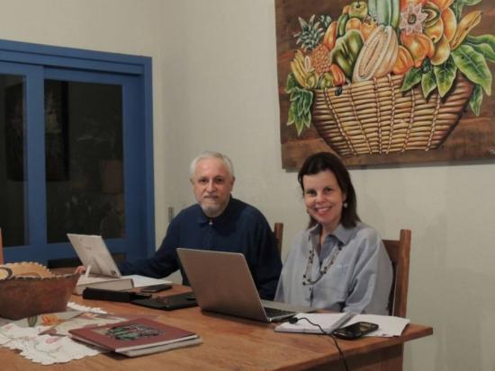 """Elisabete Junqueira e Jorge Luiz de Souza são os criadores do site """"avosidade"""""""