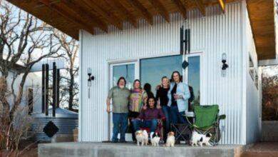 Foto de Amigos constroem pequena vila para viverem juntos até a velhice