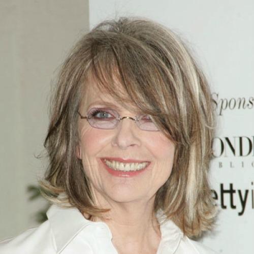 Lindo cabelo de tamanho médio, como este da atriz Diane Keaton, 70 anos