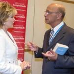 Dr. Alexandre Kalache com a atriz Jane Fonda em um evento sobre longevidade