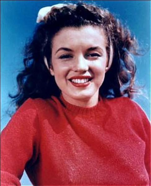 Antes de se lançar na carreira de atriz, ela tinha cabelos escuros