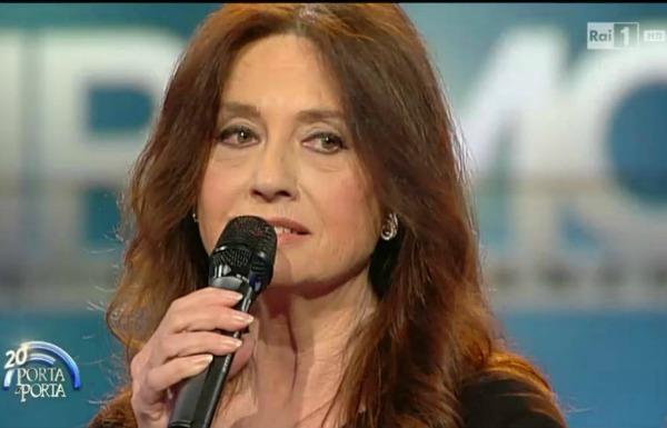 Cigliola cinquett, hoje com 68 anos,i ganhou o mundo com a música Non ho l'età (per amarti)