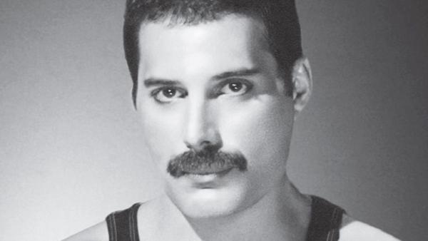 Freddie Mercury morreu no dia 24 de novembro de 1991, de broncopneumonia em consequência da Aids, aos 45 anos
