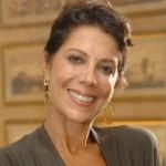 A atriz Angela Vieira, 64 anos, é uma das que não mostram a idade que têm