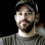 O paulistano Adriano Goldman, de 50 anos, dirigiu sete dos 10 episódios da primeira temporada da série