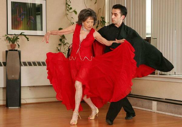 Praticando dança de salão outra de suas diversões