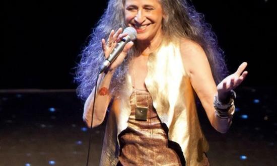 Maria Bethânia: Só me resta o palco. Vou lá e grito feito doida