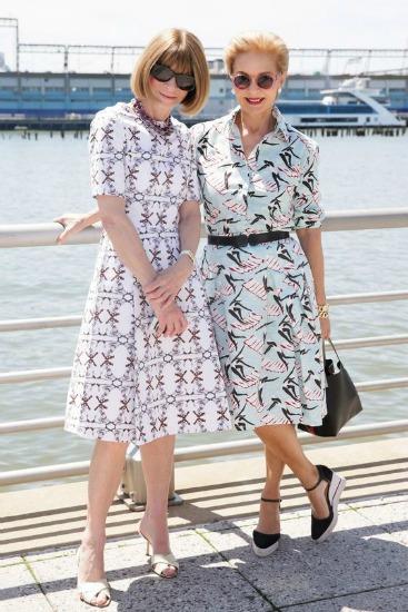 Repare no charme destes dois vestidos, de padronagem discreta
