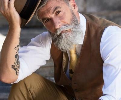 Executivo deixa barba crescer e, aos 60 anos, torna-se modelo