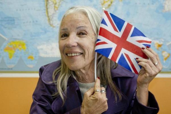 Depois de quase cinco décadas da tentativa inicial, Artemísia Moreira, de 65 anos, fez seu primeiro intercâmbio na Inglaterra - Freelancer / Bia Guedes