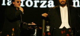 Bono Vox e Luciano Pavarotti cantando belamente Ave Maria