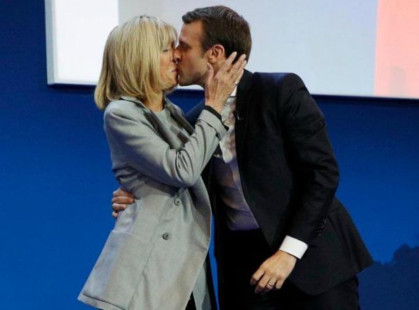 O beijo da vitória, logo depois de divulgado o resultado do primeiro turno das eleições