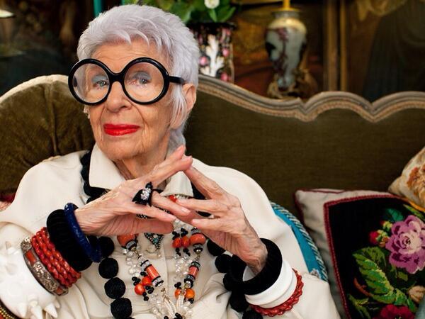 Aos 95 anos, a novaiorquina Iris Apfel esbanja estilo