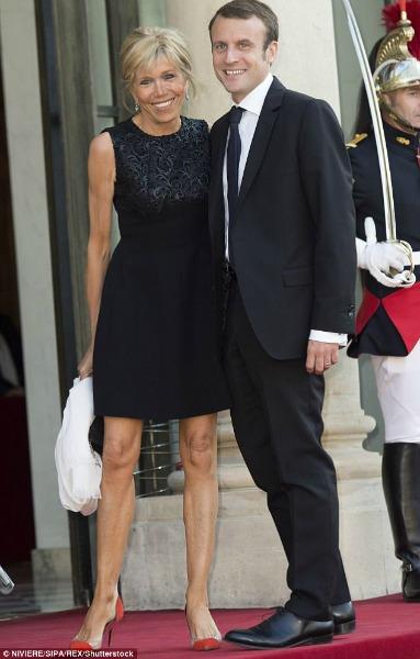 Ele se tornará presidente da França aos 39 anos. Ela será primeira-dama aos 64