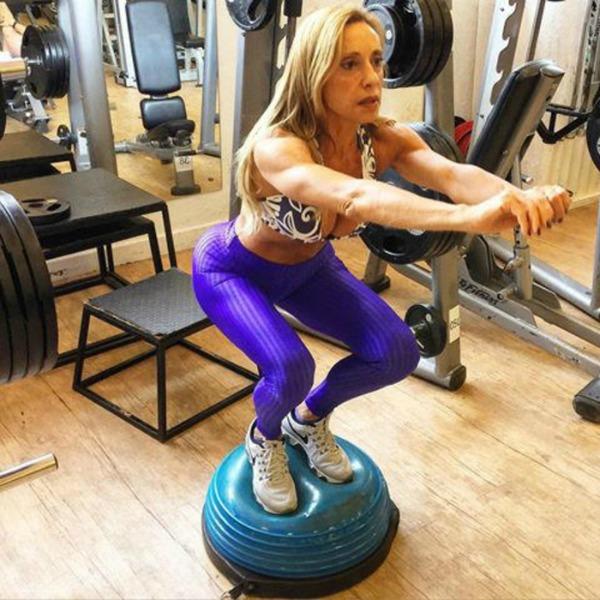 Adriana sempre fez muito exercício físico, mas agora treina mais pesado