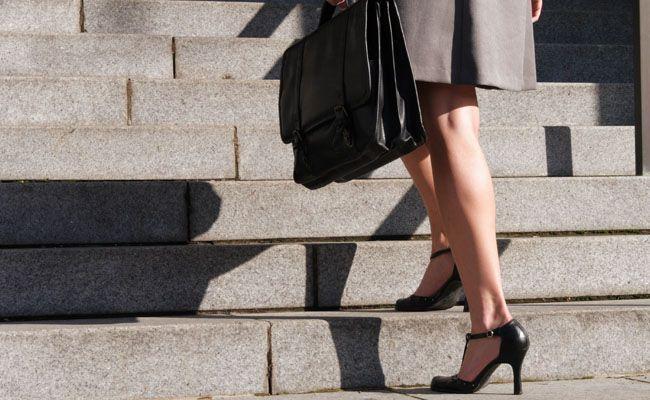 ec8ad19c4 Sapato é peça-chave para arrematar uma produção cuidadosa. sapatos  elegantes, confortáveis e seguros