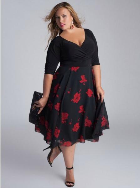 Modelo de festa, com detalhes em vermelho na saia