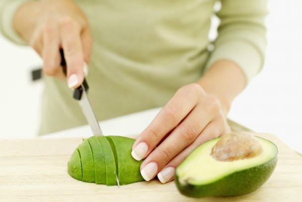 O abacate é uma das frutas com propriedades  que combatem as inflamações