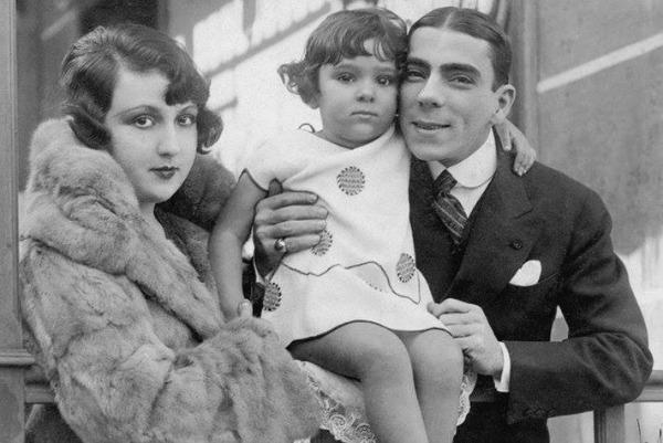 Bibi com os pais,  ator Procópio Ferreira e da bailarina espanhola Aída Izquierdo, em 1924