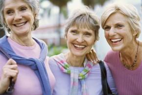 Para uma velhice saudável,  é melhor ter amigos do que família